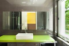 Interiores, banheiro moderno imagens de stock