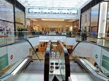 Interiores da alameda dos emirados imagem de stock