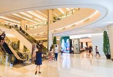 Interiores de la alameda de Siam Paragon Shopping, Bangkok Imagen de archivo libre de regalías