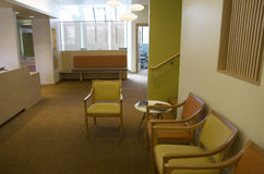 Interiores de la sala de espera de la oficina Imagen de archivo libre de regalías