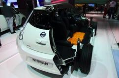 Interiores de Nissan Leaf en los coches de IAA Fotos de archivo