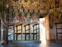 Interiores del monasterio de la trinidad santa en Meteora imágenes de archivo libres de regalías