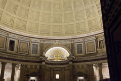 Interiores del panteón en la noche en Roma Imagen de archivo