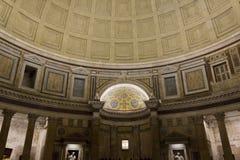 Interiores del panteón en la noche en Roma Fotos de archivo libres de regalías