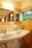Interiores do banheiro fotografia de stock