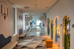 Interiores do 60th assoalho do arranha-céus da cidade da luz do sol Fotografia de Stock Royalty Free