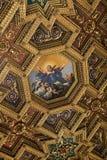 Interiores e detalhes arquitetónicos de di Santa Maria da basílica em Trastevere em Roma, Imagem de Stock