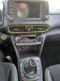Interiores e detalhes pretos de um carro fotos de stock royalty free