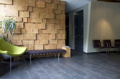Interiores extravagantes da sala de espera do escritório foto de stock royalty free