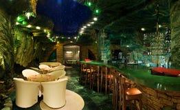 Interiores hermosos del restaurante Imágenes de archivo libres de regalías