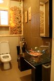 Interiores modernos - banheiros fotografia de stock royalty free