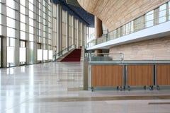 Interiores modernos con las escaleras fotografía de archivo libre de regalías