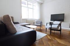 Interiores modernos, sala de visitas com mobília Foto de Stock