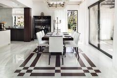 Interiores, sala de jantar luxuosa imagens de stock royalty free