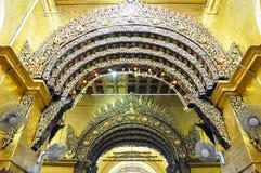 Interiorof Mahamuni świątynia w Mandalay Obrazy Royalty Free