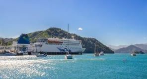 Interisander cieśniny Kucbarski prom przyjeżdżał Picton port od Wellington w Nowa Zelandia Fotografia Stock