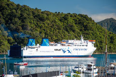 Interislander的在皮克顿口岸,新西兰的库克海峡轮渡 免版税图库摄影
