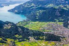 Interlaken-Stadt und See Thun Stockfoto
