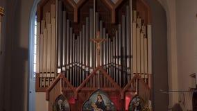 Intern Katholiek kerkgebouw stock video