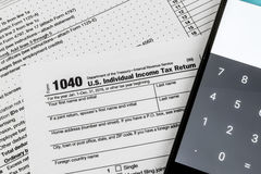 Internal Revenue Service IRS form 1040 - USA-individinkomst Royaltyfria Bilder