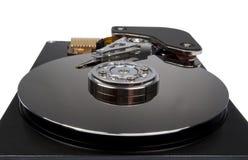 Internals de un disco duro HDD aislado en blanco Fotografía de archivo