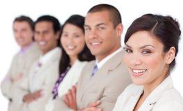 Internationaal commercieel team dat zich in een lijn bevindt Stock Fotografie