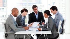 Internationaal commercieel team in een vergadering Royalty-vrije Stock Foto