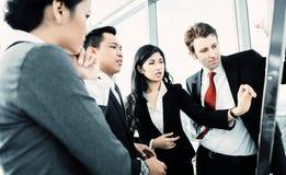Internationaal commercieel team op flipboard Royalty-vrije Stock Fotografie