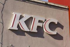 Internationaal het bedrijfembleem van het het snelle voedselrestaurant van KFC op 25 Februari, 2017 in Praag, Tsjechische republi Stock Afbeeldingen