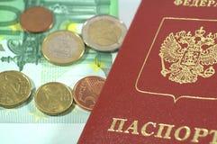 Internationaal Paspoort en euro muntstukken Royalty-vrije Stock Foto