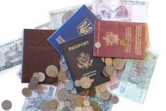 Internationaal paspoorten en geld Stock Foto