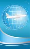 Internationaal vliegend vliegtuig op blauwe achtergrond Stock Foto's
