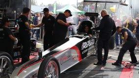 International de Rapisarda Autosport que calienta su dragster superior del combustible antes de la raza almacen de video