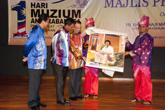 International Museum Day 2011. Seremban, Malaysia, May 18, 2011 : Dato' Ibrahim Ismail, Director General Department of Museums Malaysia presented the gift to Stock Photo