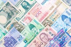 Internationale bankbiljetachtergrond, veelvoudig muntenconcept F royalty-vrije stock foto's