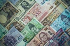 Internationale bankbiljetachtergrond, veelvoudig muntenconcept F stock fotografie