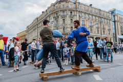 Internationale Festivalweinlese trägt am Manege-Quadrat zur Schau Lizenzfreies Stockfoto