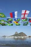 Internationale Flagge, die Rio de Janeiro Brazil mit dem Kopfe stößt Lizenzfreies Stockbild