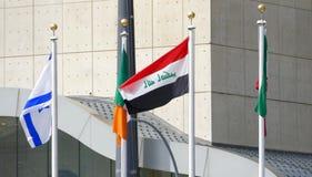Internationale Flaggen in der Front des Hauptsitzes der Vereinten Nationen in New York Stockfotos
