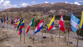 Internationale Flaggen an Valle-De-La Luna, La Paz, Bolivien lizenzfreies stockfoto
