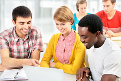 Internationale Gruppe Studenten Stockfoto