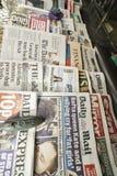 Internationale kranten stock foto's