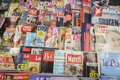 Internationale kranten stock afbeelding