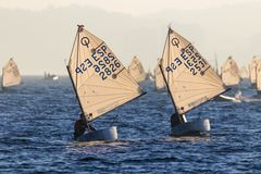 29. INTERNATIONALE PALAMOS-OPTIMIST-TROPHÄE 2018, 13. NATIONS-SCHALE, am 15. Februar 2018, Stadt Palamos, Spanien stockfotografie