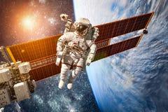 Internationale Ruimtestation en astronaut Stock Fotografie