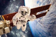 Internationale Ruimtestation en astronaut Stock Afbeeldingen