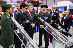 Internationale Verteidigungs-Ausstellung in Abu Dhabi Stockbilder