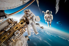 Internationale Weltraumstation und Astronaut Stockbild