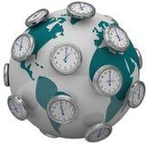 Internationale Zeit-Zonen-Uhren um Weltglobale Reise Stockbilder