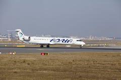 """Internationaler Flughafen Frankfurts †""""Adria Airways Canadair 900 entfernt sich Lizenzfreies Stockfoto"""